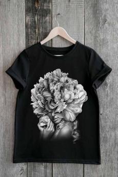 Новинка: черная футболка с девушкой в цветах Милана